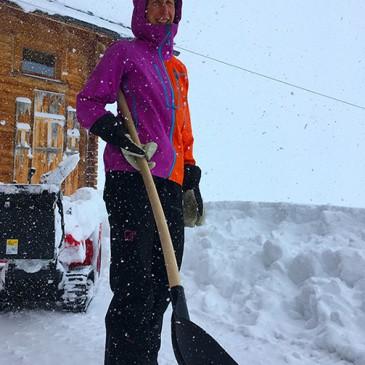 Felici di spalare neve!!
